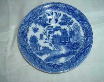 blue willow plate 5 and 3/4 inches across made in japan