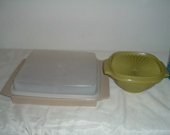 2 pieces of vintage tuperware
