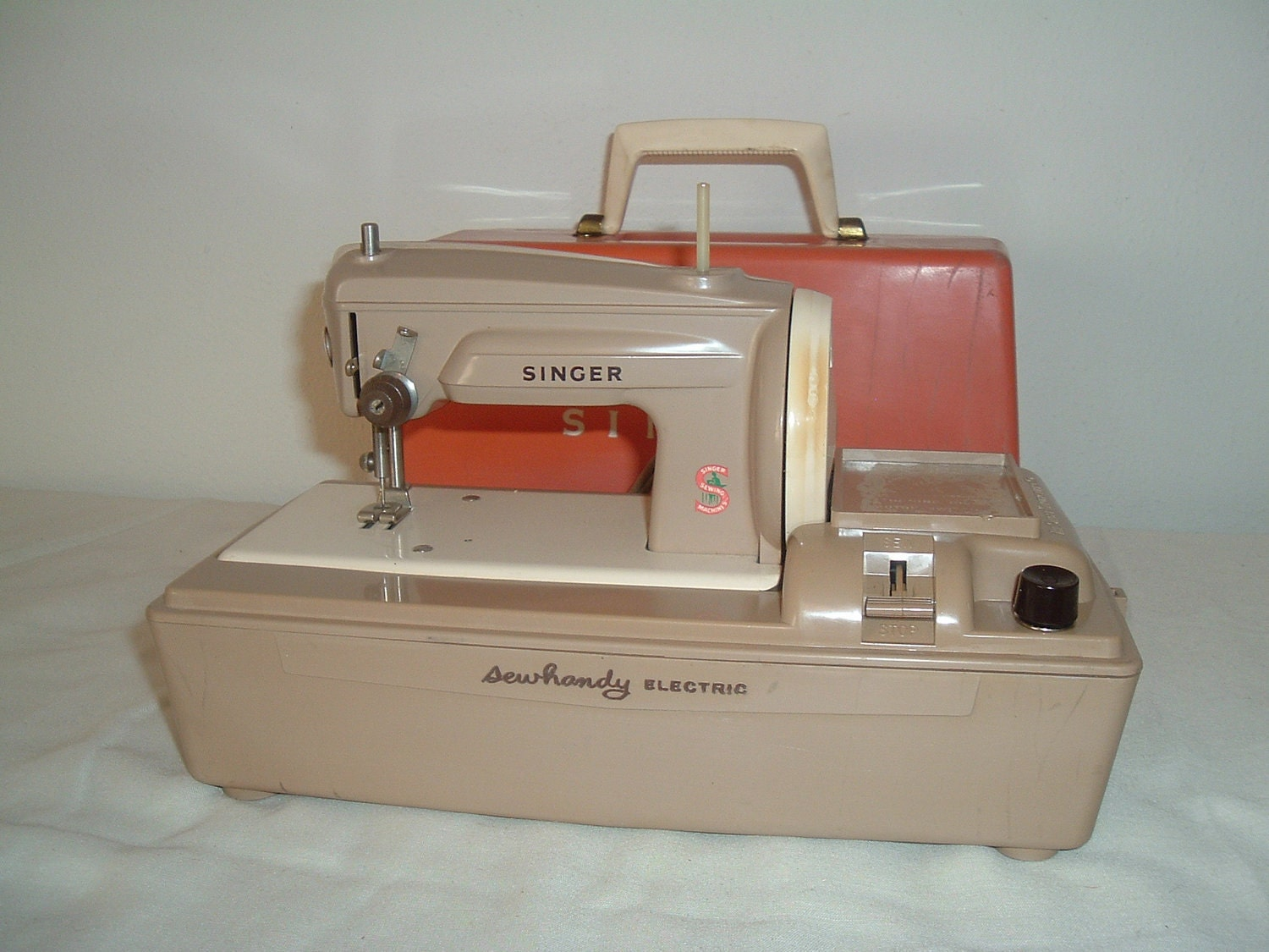 Electrical Sewing Machine : Vintage singer sew handy electric sewing machine