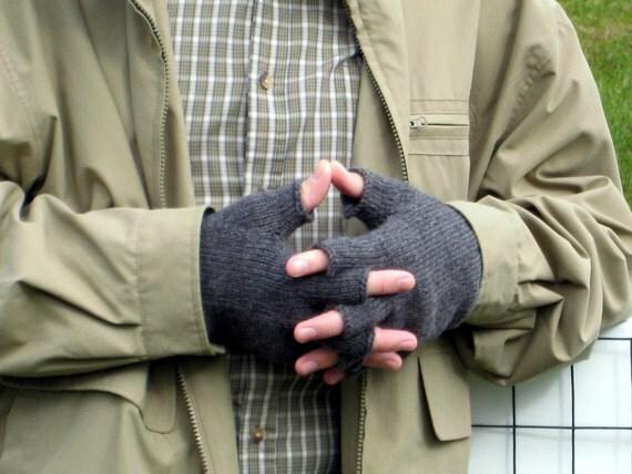 Driving Gloves Knitting Pattern : PDF KNITTING PATTERN, Mens Driving Gloves, Fingerless ...