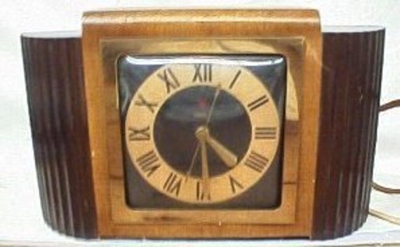 Antique Clock Warren Telechron Co. Model 7B79 Olympic Art Deco Wood Made in the USA