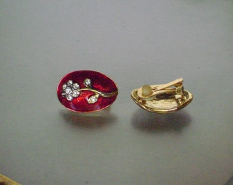 Gorgeous red enameled clip-on earings, gold and rhinestone flowers