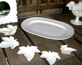 Five piece set of white leaves ceramic nesting dishes 2.75 to 4.5inches in VGVC