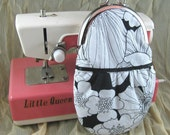 Black and white round frame coin purse