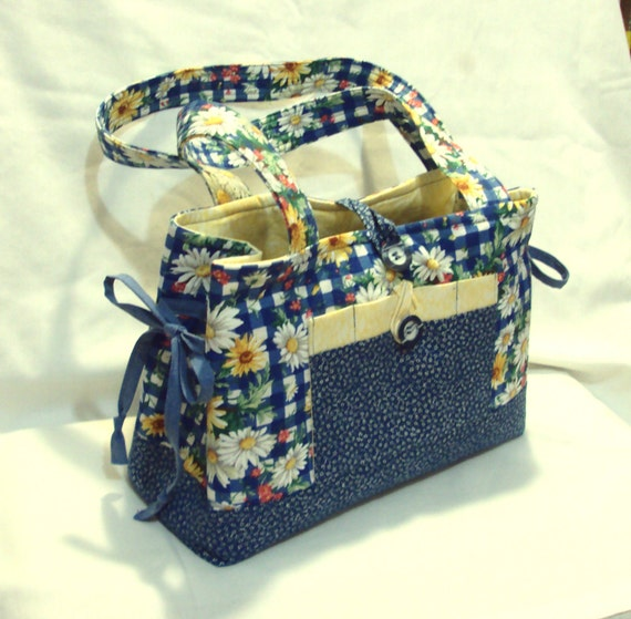 Daisy purse with bow ties and  pockets inside and out