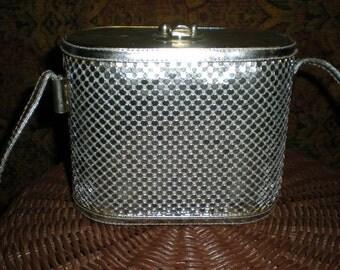 Vintage silver fluid scale shoulder strap purse