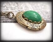 JADE, vintage Swarovski green glass cab necklace