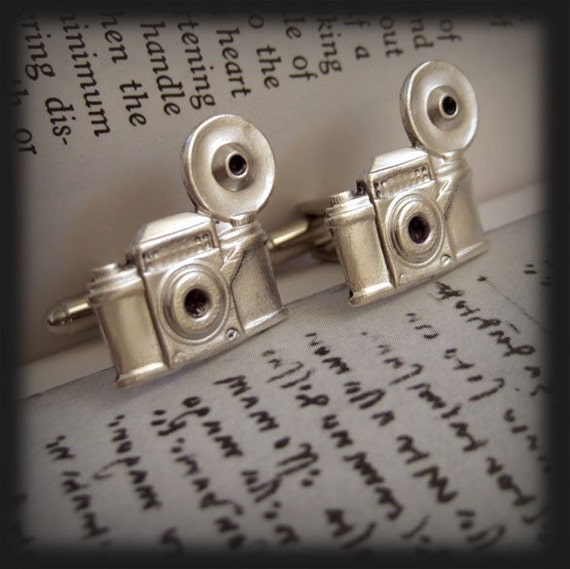 TRAVEL THE WORLD CUFF LINKS, vintage camera in silver