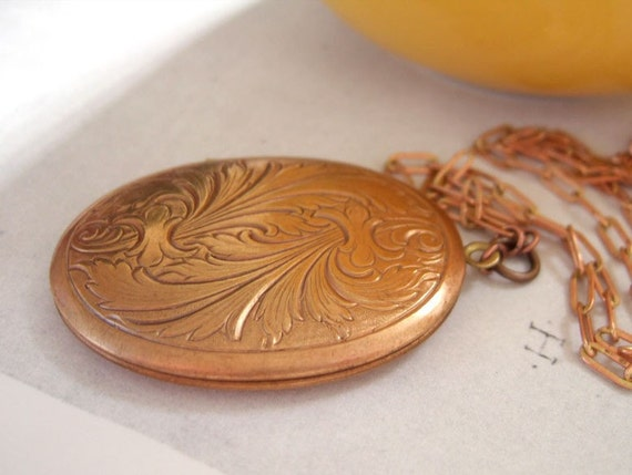 PEACOCK FEATHERS vintage 70s copper and brass locket necklace