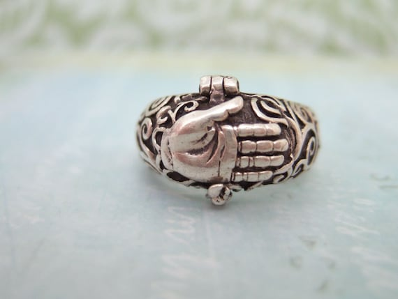 VINTAGE FIND, sterling silver  Talk To The Hand poison ring size 7