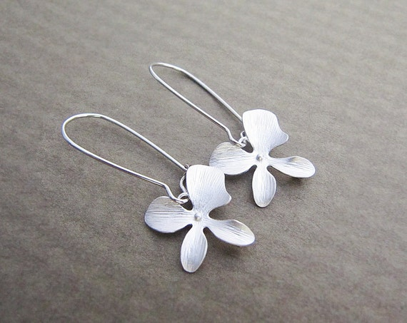 SET of 5 Bridesmaid Earrings Bridesmaid Gifts Orchid Lover - Matt orchid flower Charms Earrings