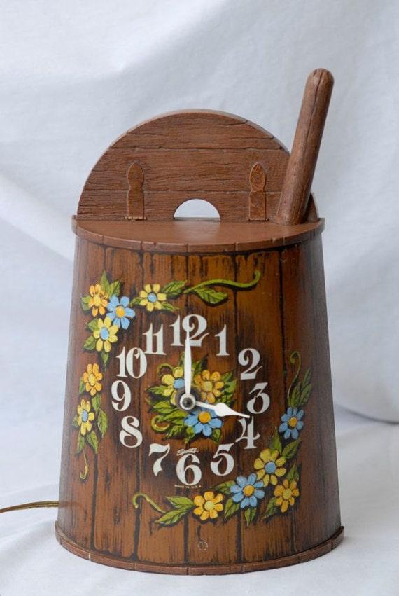 SALE ITEM Vintage Clock Made by Spartus