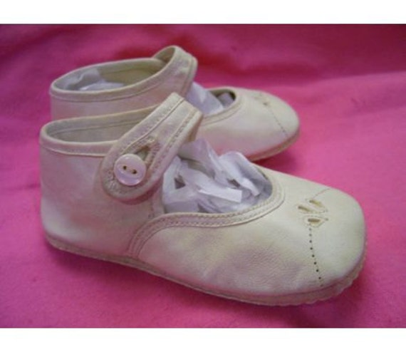 Baby Shoes button closure