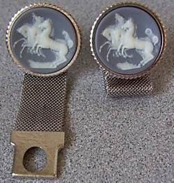 Four Horse Dante Cameo with Mesh Cuff Links