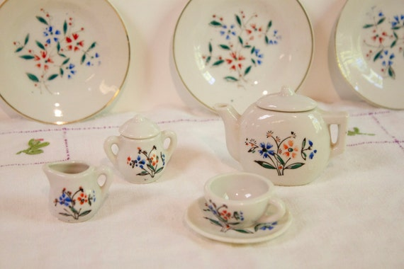 Vintage Childs Tea Set 10 pieces