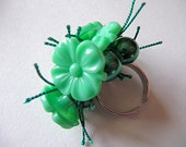 """Green vintage bead button ring """"Envy"""""""