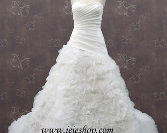 Strapless Sweetheart Wedding Gown with Organza ruffles and flowers R5003