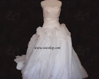 Y1101 Modern Strapless Organza Wedding Gown