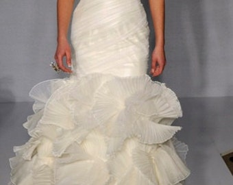 Romantic Strapless Ruffled Mermaid Wedding Dress in Organza