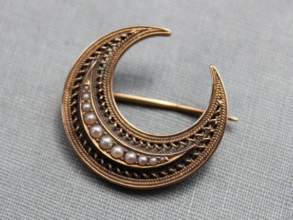 Large Victorian 15ct Gold and Seed Pearl Crescent Moon Honeymoon Brooch