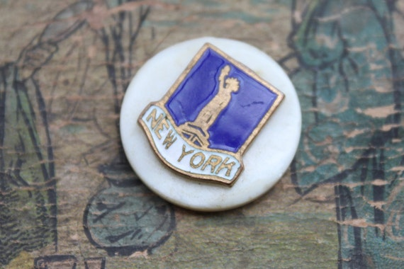 New York / Art Deco Enamel and Mother of Pearl Cabochon