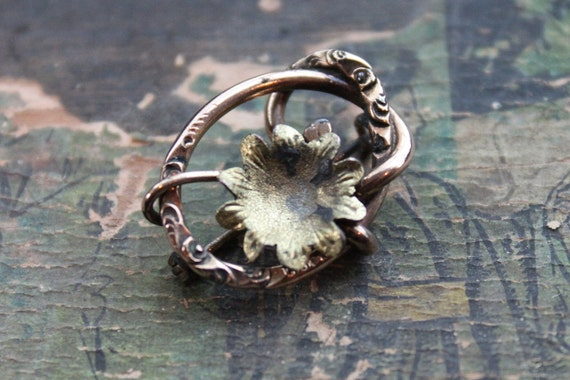 Victorian Love Knot Lotus Lace Pin