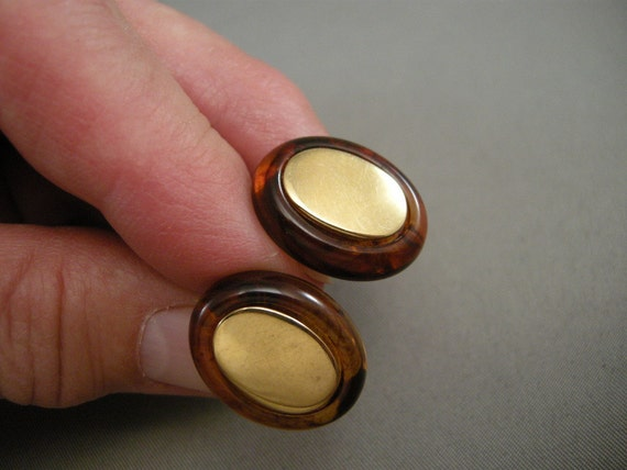 Vintage NAPIER Faux Tortoise and Gold Oval Screwback Earrings