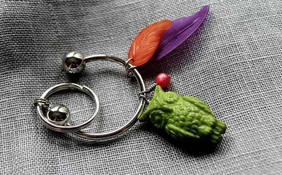 Green Owl Lucite Beaded Silver Metal Key Chain. Gifts for her under 20. Ready to Ship...on SALE