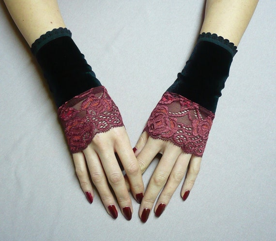 Gothic cuffs with Burgundy, Victorian Armwarmers, Manschetten, Black Velvet and Red Wine Lace Fingerless Gloves, Steampunk,Noir and Mystery