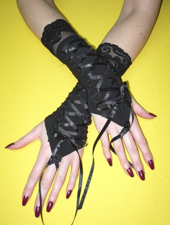 Gloves with Finger Loop, Black Corset Gauntlets with Roses, Vampire Wedding, Elegant Gothic Baroque, Lace, fingerless, Laced Up, Victorian