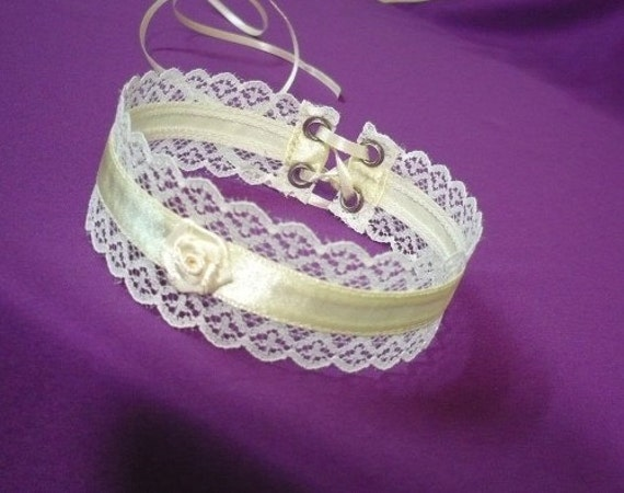 Romantic Ivory Choker with Lace and Satin, Wedding, Regency Vanilla Textile Necklace with Rose, Baroque Renaissance