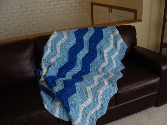 Blue Ripple Retro Vintage Style Throw