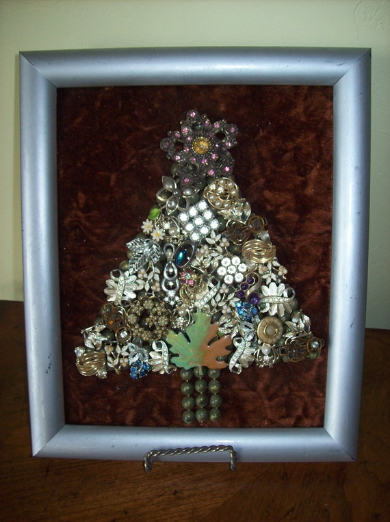 Costume Jewelry Art Christmas Tree Framed Wall Hanging Picture Glitzy Vintage Pieces
