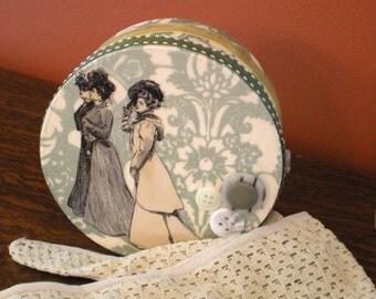 Vintage Edwardian Ladies Round Beauty Travel Box