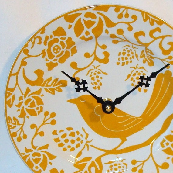 Goldenrod Flora and Fowl Ceramic Plate Wall Clock No. 620 (8-1/4 inches)