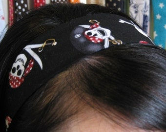 Black Stay Put Headband w/ Pirate Skulls
