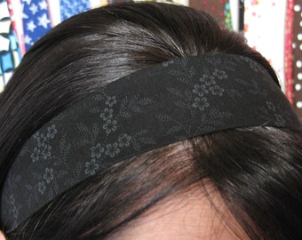 Black Stay Put Headband w/ Very Faint Grey / Gray Flowers