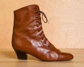 Vintage Sudini chestnut leather lace-up cap toe boots. Size 8. Made in Italy.