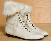 ON SALE. Lace up boots 7. Vintage light cream leather granny ankle boots. Made in Italy. Rabbit fur cuffs.
