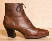 Lace up platform boots 8 - 8.5. Vintage 1980s neutral tan leather oxford ankle boots.