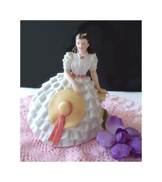 SCARLETT Gone With The Wind  - Vivien Lee Figurine -1983 AVON