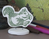 Desktop squirrel in green.