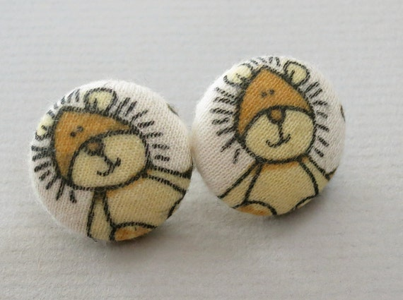"3/4"" Size 30 Little Lion Fabric Covered Button Earrings"