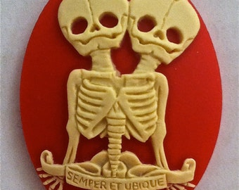 "Conjoined Twins ""Semper et Ubique"" Cameos 40x30mm, set of 3 in Ivory on Red"