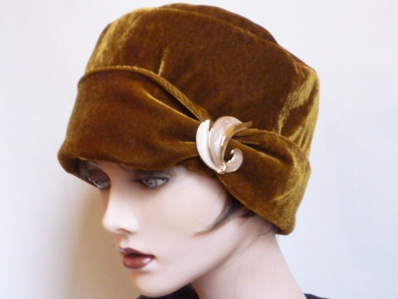 Ladies Gold Velvet Hat