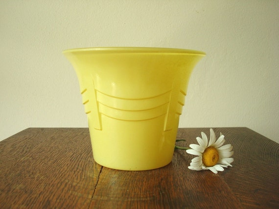 Anchor Hocking Rainbow planter pot pastel yellow