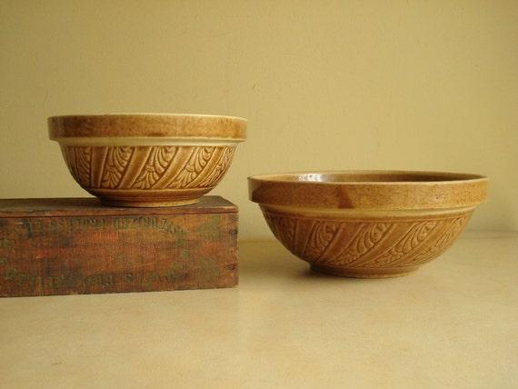 Yellow ware bowl set, leaf motif