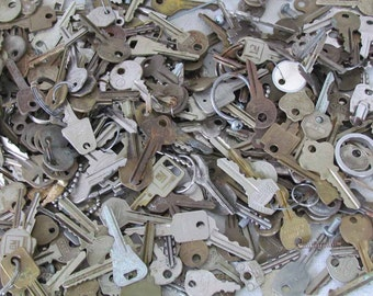 Fifteen 15  Vintage Keys for You   N414