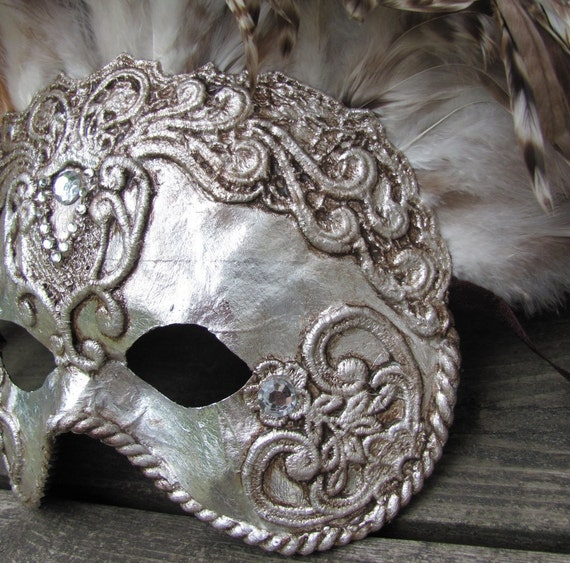 Venetian masquerade mask in ornate silver with brown feathers, Groefin