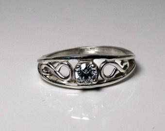 14K Gold Medium Crow ring with 4mm or 1/4 carat Diamond RF180g